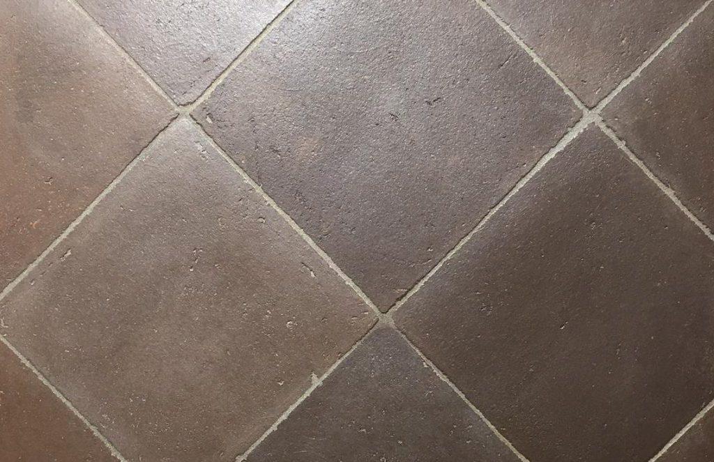 terracotta mørk grå fliser